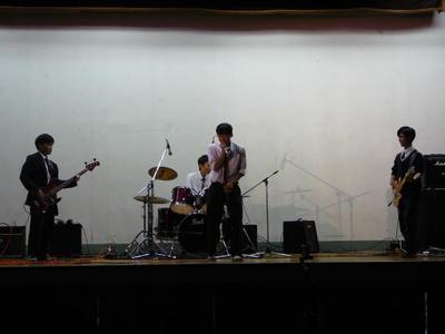 軽音楽部による歌と演奏